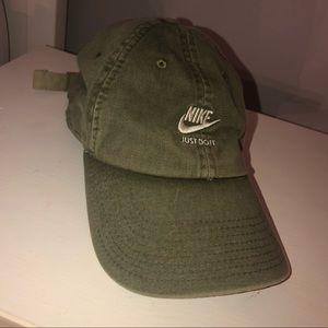 Nike Heritage Green Hat